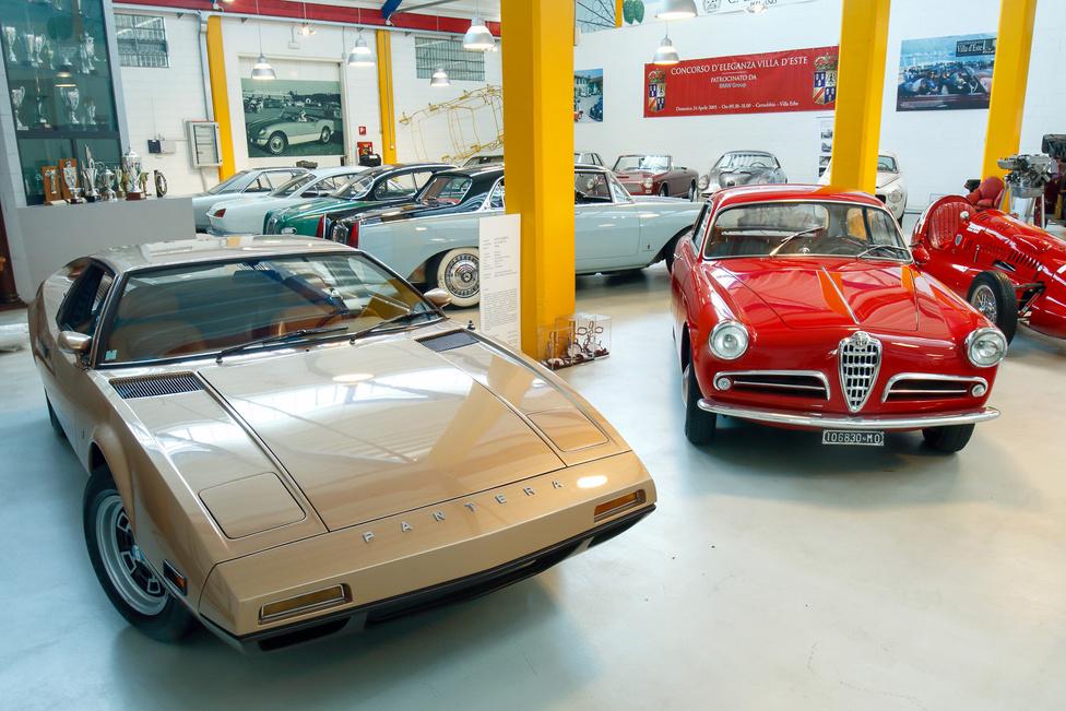 Mi lett volna, ha… ha a Ford lát fantáziát a DeTomaso Pantera második szériájában? Tom Tjaarda tervezte ezt is, a prototípus Pantera II 7X néven indult, aztán Monttella lett, átfényezték, eladták, egyedi darab maradt… mellette egy Alfa Romeo Giulietta Sprint Veloce Coupé.