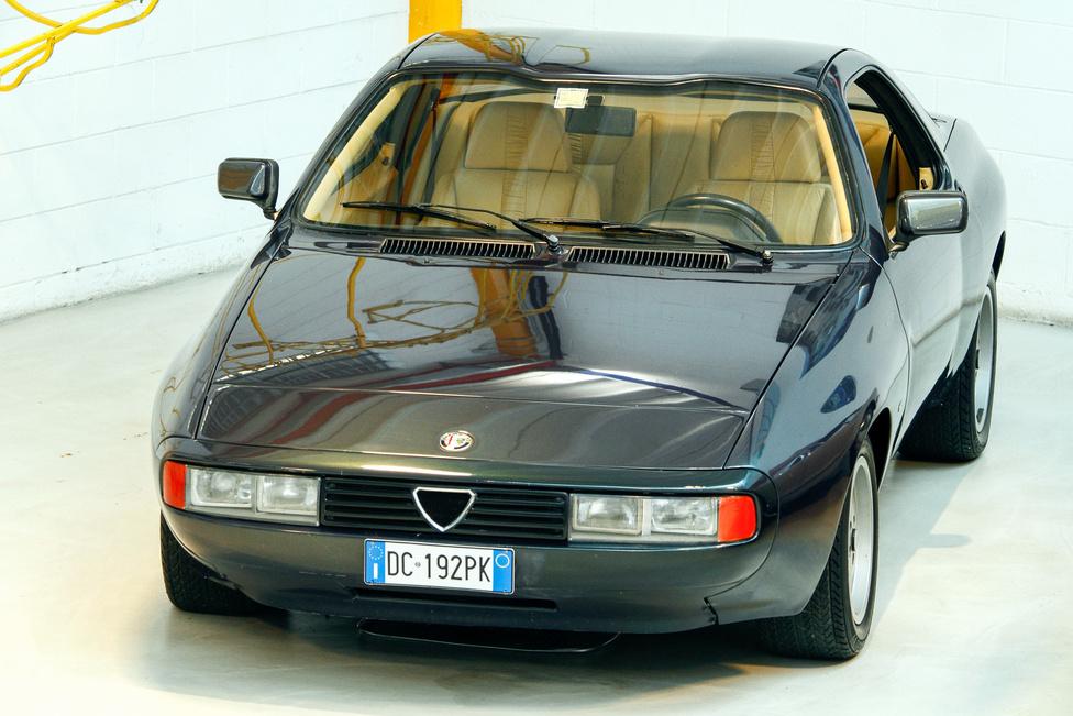 A Zeta 6 az 1983-as genfi szalonon mutatkozott be, a GTV6 alapra készült Zagato prototípusból kettő készült, nem lett folytatás; az Alfa Romeo inkább az Arna projektbe ölte a pénzt – az eredmény ismert…