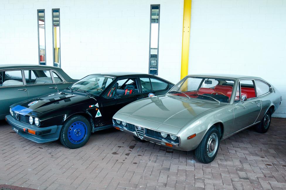 Alfa Romeo GTV és az 1972-es évjáratú 1750 Coupé prototípus. Giorgetto Giugiaro egyik legjobb formaterve lett a Bertone kupéként ismert Giulia Sprint GT, így logikus volt, hogy rábízzák a következő Alfák tervezését is; a leendő Alfetta GT felé vezető út első lépése volt a négyszemélyes kupé.