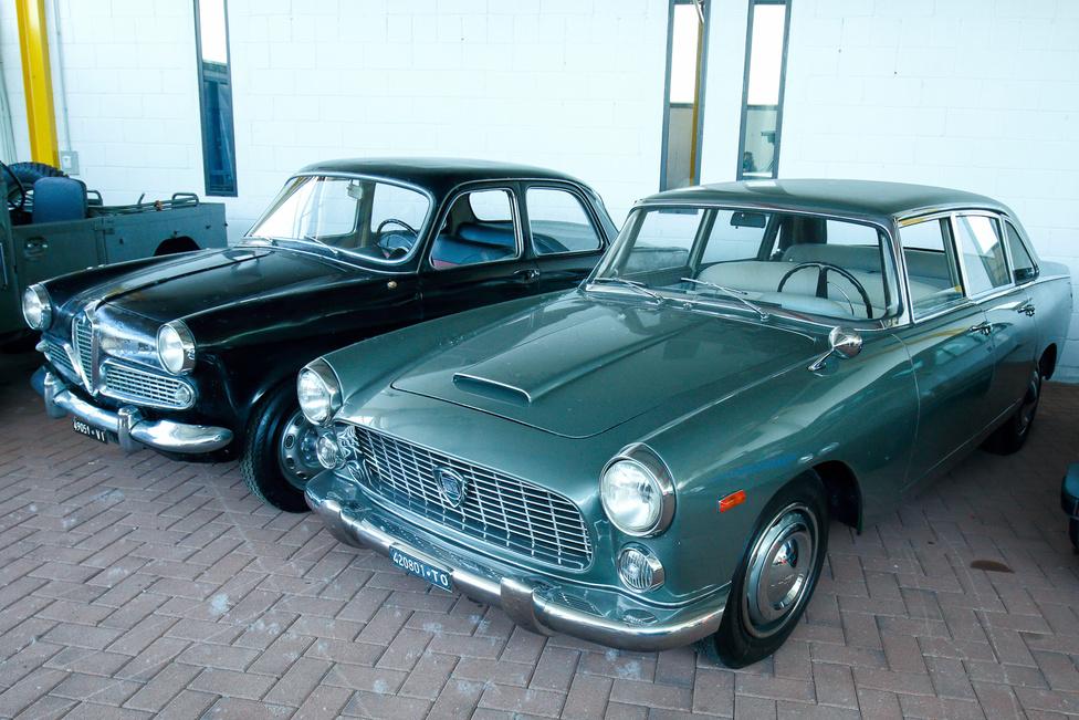 Továbbra is legelső példányok… Alfa Romeo 1900 Berlina és Lancia Flaminia Berlina. Előbbi volt az Alfa első, nagyobb szériában készült típusa. A Berlinát kettő- és négyajtós kivitelben is árulták 1950-1959 között, a Matta terepjáró alapjául is ez a típus szolgált.