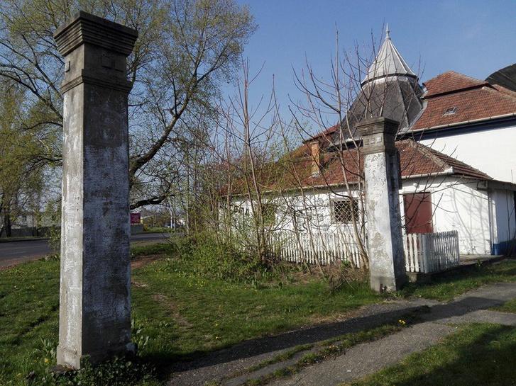 A titokzatos szolnoki oszlopok ma