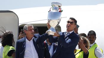 Már otthon parádéznak Európa bajnokai