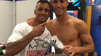 C. Ronaldo odaajándékozta az Ezüstcipőt Naninak