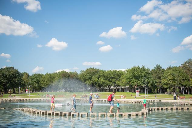 Nagyerdei Park szökőkútja, ami este Ködszínházzá változik