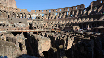 Megnyitják a római Colosseum arénáját