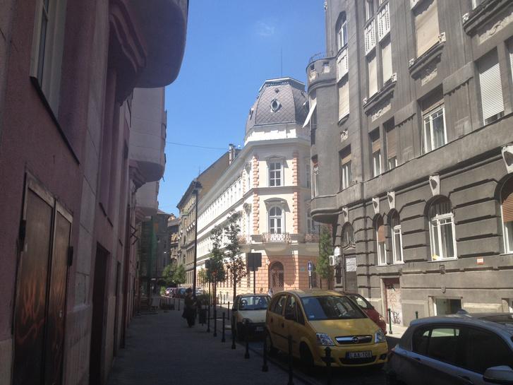 A Kőfaragó utca a Palotanegyedben
