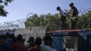 Olyan durván bánunk a menekültekkel, hogy inkább visszafordulnak a határról