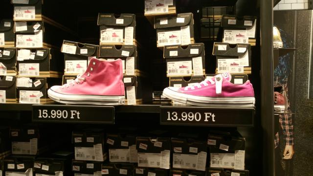 Ha már kimegy a Premierbe, nézzen be a Converse boltba is.