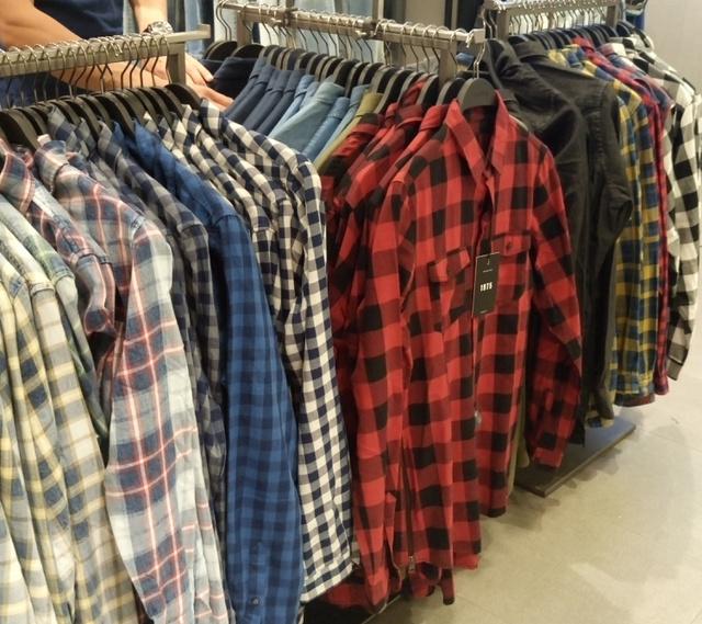 Zara: 4995 forintért egy rakat ingből válogathatnak a pasik.