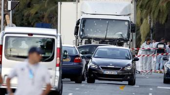 Nem a rendőrök fékezték le a nizzai merénylő teherautóját