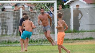 Olvadjon: Buffon gyerekekkel focizott a nyaralása alatt