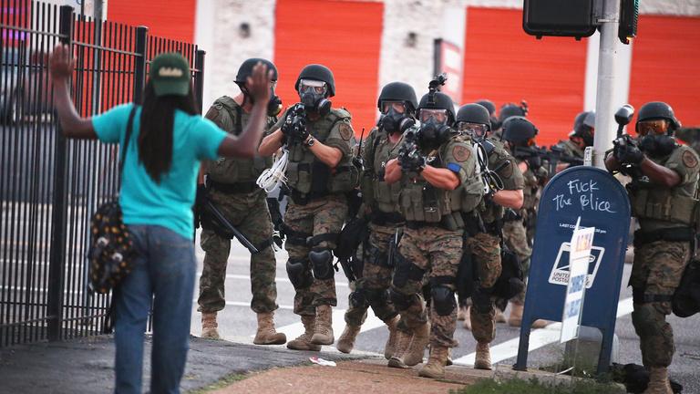 Rendőrök és feketék: tényleg könnyebben elsül a fegyver?