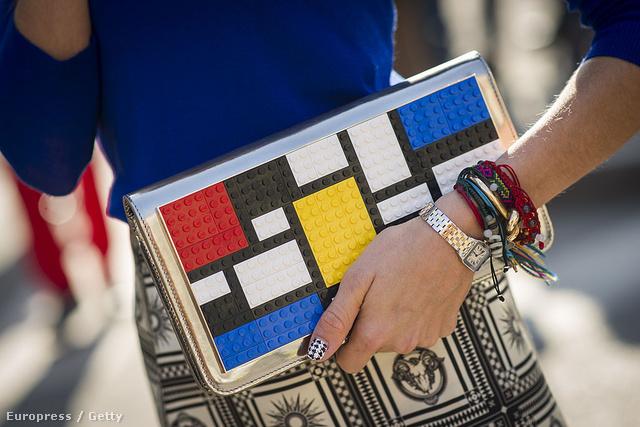 A milánói divathéten is menő a minták keverése.