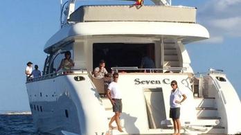 A tengeren maxolták ki a futballistával szelfizést