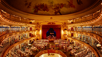 Menő könyvesbolt lett egy 100 éves színházból