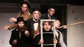 Milyen színházi előadásokat ajánl a Fidelio augusztusra?
