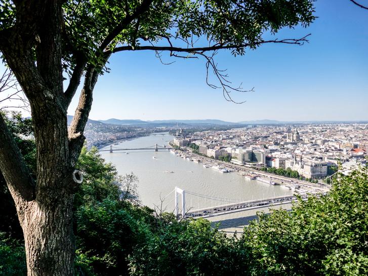 """Duna - """"Nagyon szeretem a hídjait, van ahol a partjait is, de valahogy soha nem akar tisztább lenni. Pedig jó lenne!"""" (Tripadvisor)"""