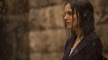 Natalie Portman a szakadék szélén