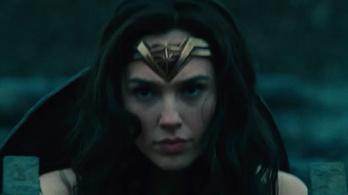 Egy egész hadsereggel elbánik Wonder Woman