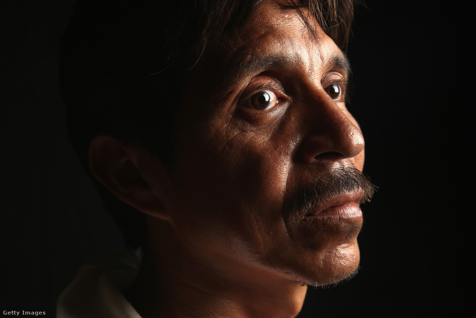 A politikai kampányban kevés szó esik azokról a bevándorlókról, akik nem tartós életet terveznek az Egyesült Államokban: a 43 éves Ruben önként tért vissza szülőhazájába, Hondurasba miután építési vállalkozóként elég pénzt tett félre arra, hogy otthon kezdjen új életet. Otthon viszont kirabolták és minden pénzét elvették, ezért indult vissza az Egyesült Államokba, de a mexikói határon ő is fennakadt.