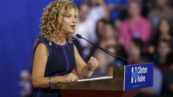 Az e-mail botrány elsodorja a demokrata pártelnököt