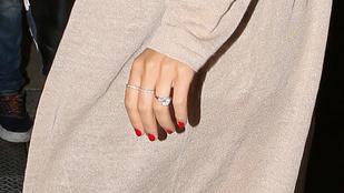 Piszok drága gyémántgyűrűt húztak Miranda Kerr ujjára