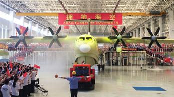Kína rekordméretű repülőt mutatott be