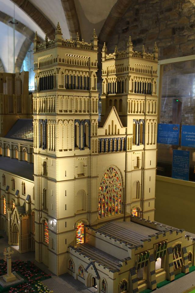 Így néz ki a legóból épített ezeréves Durham katedrális