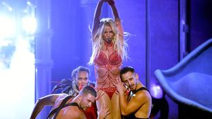 Végre eljött a nap, amikor megtudtuk, mit olvas Britney Spears