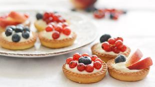 Pénteki süti: gyümölcsös kosárkák muffinformában