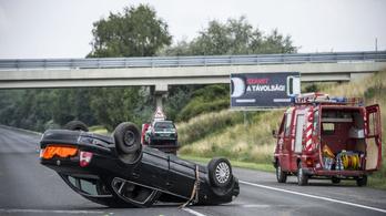 Két svájci halt meg az M1-esen, Tatánál