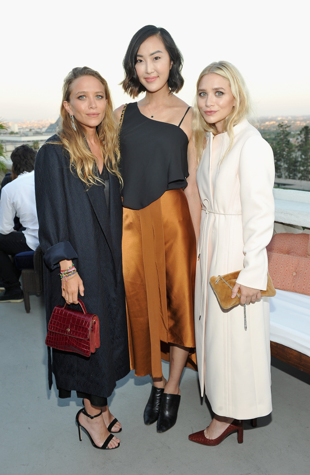 Az Olsen-ikrek kabátban vészelik át a Los Angeles-i hőségriadót.