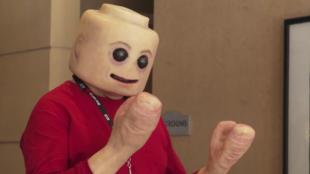 Hátborzongató LEGO-jelmez a Comic Conon
