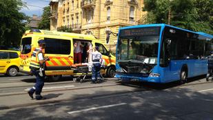 Busz ütközött autóval a Thököly úton