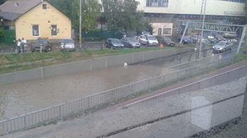 20 milliárdból építettek vasútállomást Vácon, az eső után kiderült, hogy medencének sem utolsó
