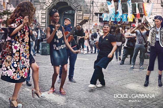 A Dolce & Gabbana nemcsak a születésnapi buliját tartotta Nápolyban, de az őszi-téli kampányukat is a csodálatos városban lőtték.