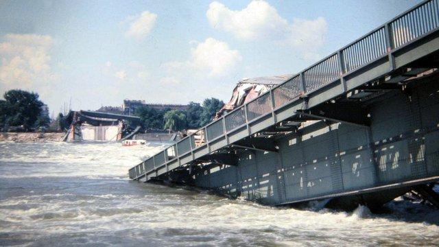A híd, ami hirtelen beleomlott a Dunába