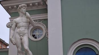 Újabb Dávid-szoborra húznának nadrágot