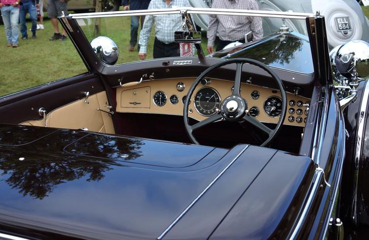 Az 1937-es Vanvooren az egyik leglaposabb és az egyetlen kétüléses Phantom III, ami valaha készült, extra alacsonyra helyezett kormánnyal. Megrendelője Wladyslaw Sikorski, a lengyel hadsereg 2. világháború alatti generálisa volt, emiatt a kocsit Lengyelország és Párizs közötti utazásokra tervezték. Ezért mérnek metrikusan ÉS angolszász mértékegységben a műszerei. Szintén Lord Bamfordé a kocsi