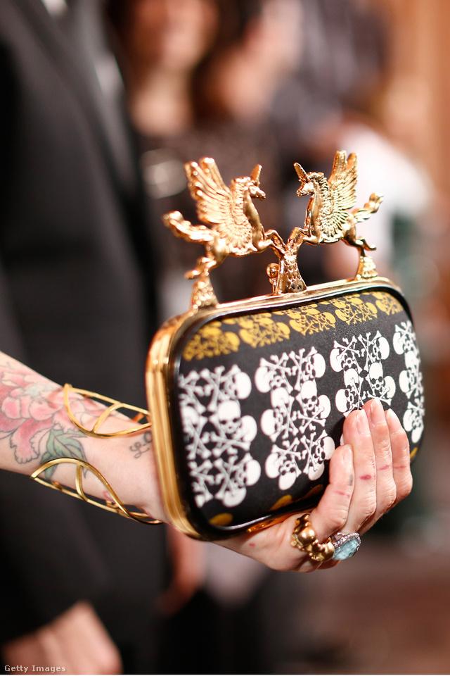 Hollywood egyik legmenőbb stylistja, Trish Summerville egy Beverly Hills-i díjátadón jelent meg Abodi Dóra táskájával.