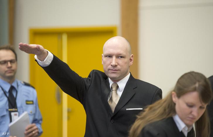 Breivik karlendítése ügyének egyik tárgyalási napján