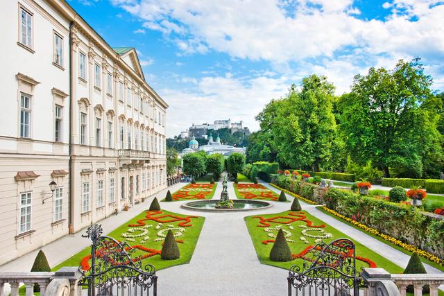 Egy a sok csodás salzburgi látnivaló közül: a Mirabell palota kertje