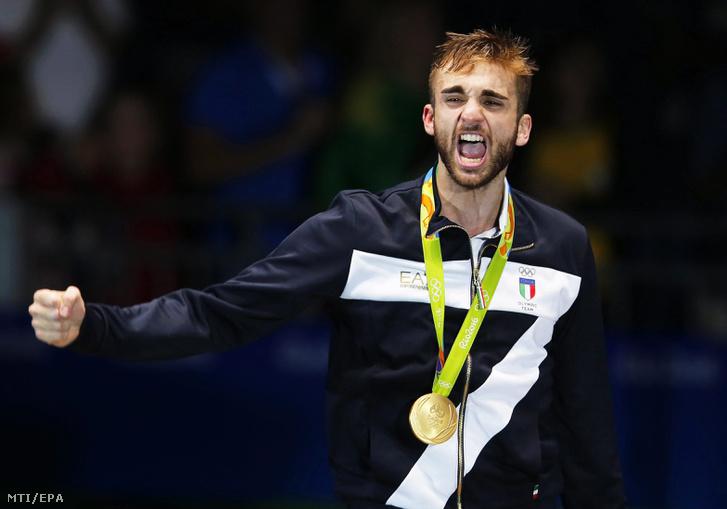 Daniele Garozzo a férfi tõrözõk egyéni versenyének eredményhirdetésén