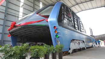 Óriási kamunak tűnik az alagútbusz