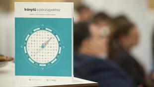 Pénzügyi analfabétákat képez a gimis pénzügyi tankönyv