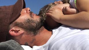 Instahíradó: Lenne kislány David Beckham mellkasán?
