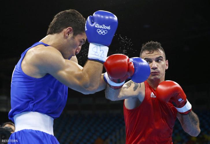 Harcsa Zoltán a 75 kilósok első fordulójából jutott tovább a türkmén Achilov ellen.