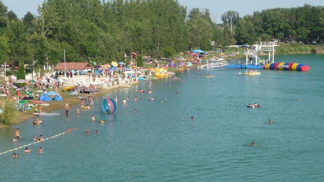 Nem csak a Balatonnál lehet tóparton nyaralni!