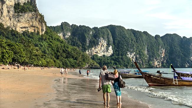 SIM-kártyákkal követnék a thaiföldi turistákat