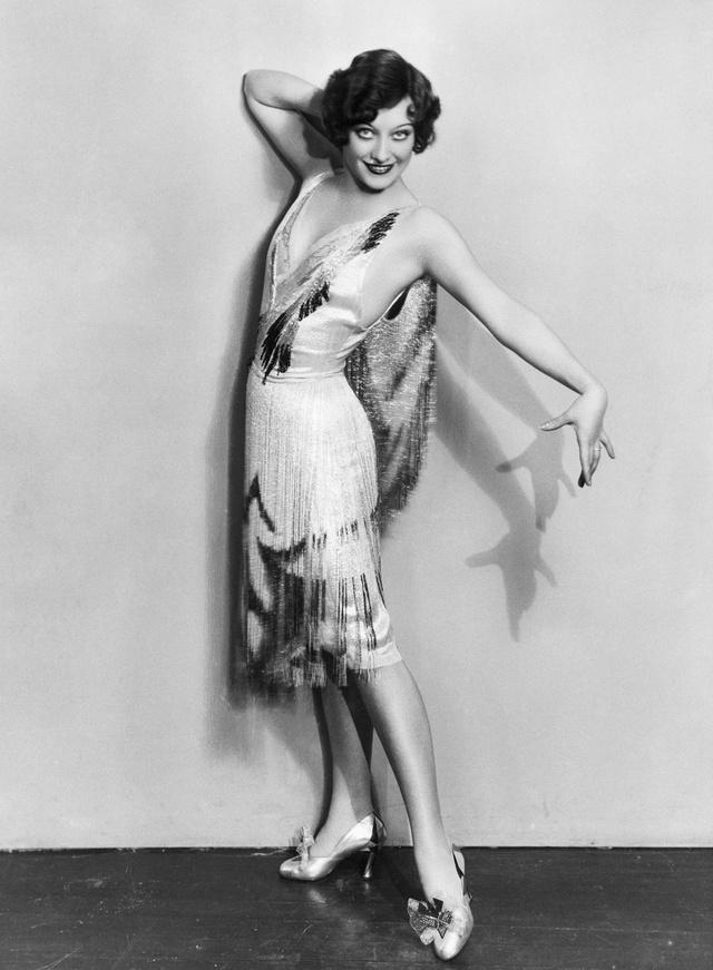 A 20-as években divatba jött a flapper stílus.